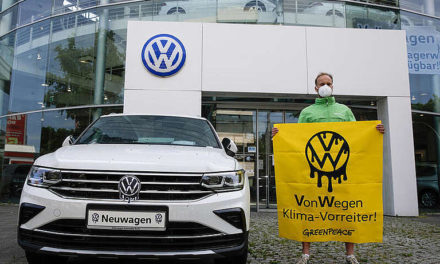 Greenpeace starts legal proceedings against Volkswagen for fuelling the climate crisis