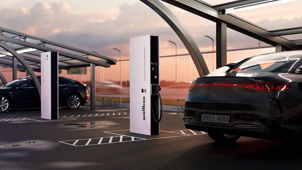 Wallbox Unveils Hypernova Ultrafast Public Charger